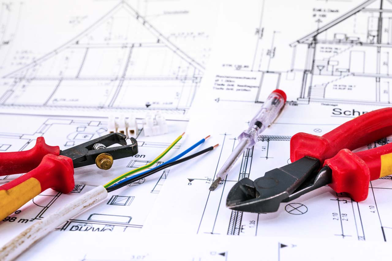 Architect as supervisor of the construction project and contact person of the owner