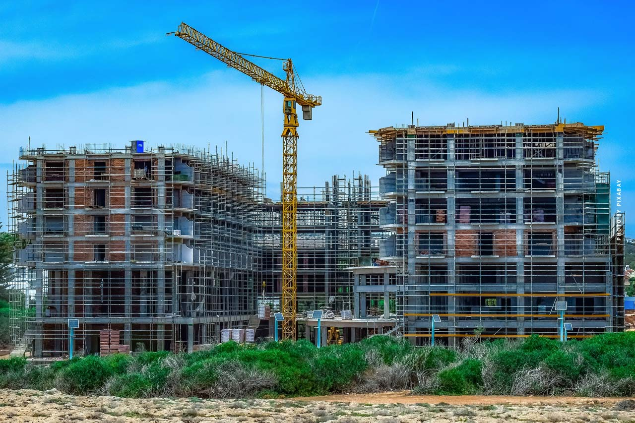 Building industry: Construction business, digitisation, real estates and investment