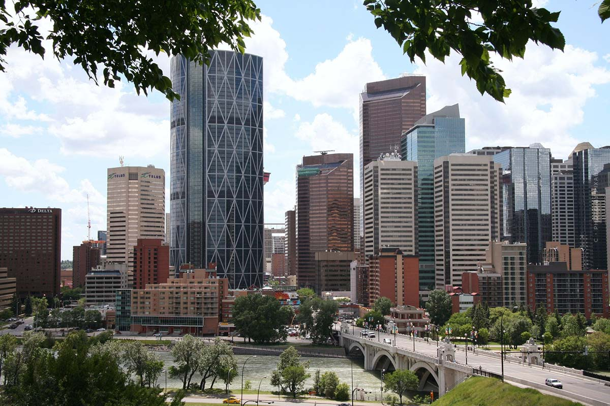 Luxury Realtor Calgary (Canada): Condo, House and Capital Investment