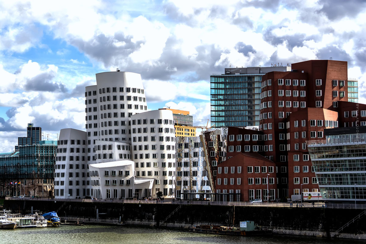 Living in Düsseldorf: investing in exclusive luxury properties on the banks of the Rhine in Oberkassel and Co.