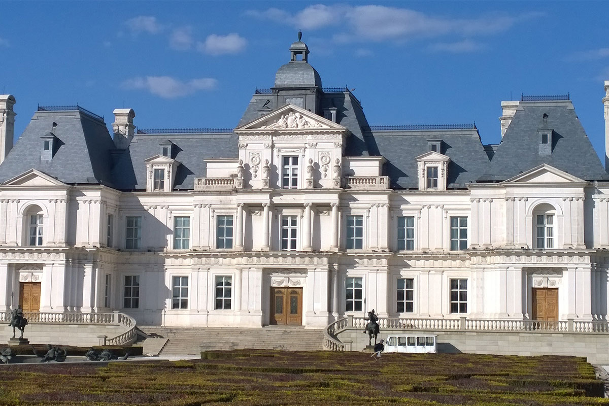 Living in Charlottenburg (Berlin): Real estate as an investment - tour, tips and prices per square meter for house & apartment
