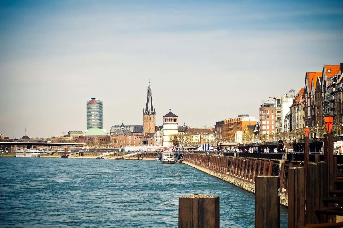 Living in Altstadt (Düsseldorf): Exclusive properties in the centre - Prices per square metre for villa, apartment & apartment building